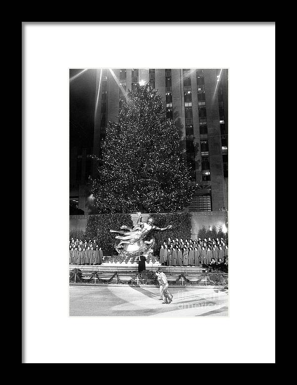 1980-1989 Framed Print featuring the photograph Christmas Tree At Rockefeller Center by Bettmann