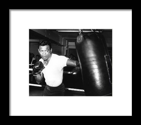 Event Framed Print featuring the photograph 1962 Boxing by Hulton Archive