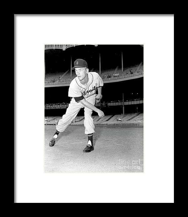 People Framed Print featuring the photograph Detroit Tigers V New York Yankees 2 by Kidwiler Collection