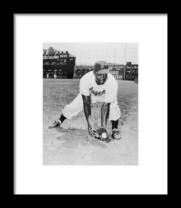 People Framed Print featuring the photograph Jackie Robinson 2 by Hulton Archive