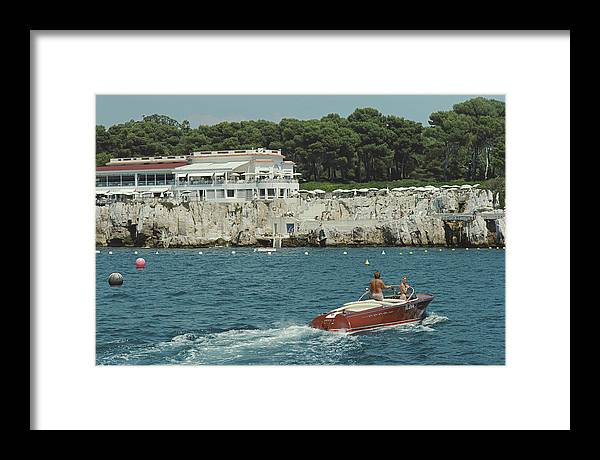 People Framed Print featuring the photograph Hotel Du Cap-eden-roc by Slim Aarons