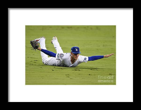 People Framed Print featuring the photograph League Championship Series - Milwaukee 5 by Kevork Djansezian
