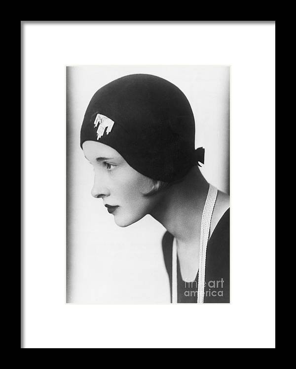 People Framed Print featuring the photograph A Woman Modeling A Cloche by Bettmann
