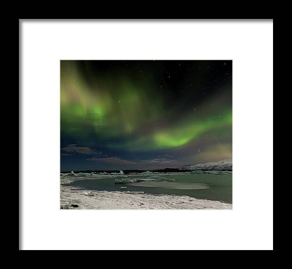 Scenics Framed Print featuring the photograph Auroras En Jokulsarlon Islandia by Martin Zalba