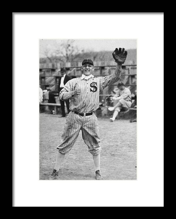 People Framed Print featuring the photograph Buck Weaver Is Ready To Catch A Ball by Apa