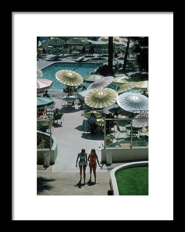 People Framed Print featuring the photograph Camelback Inn by Slim Aarons