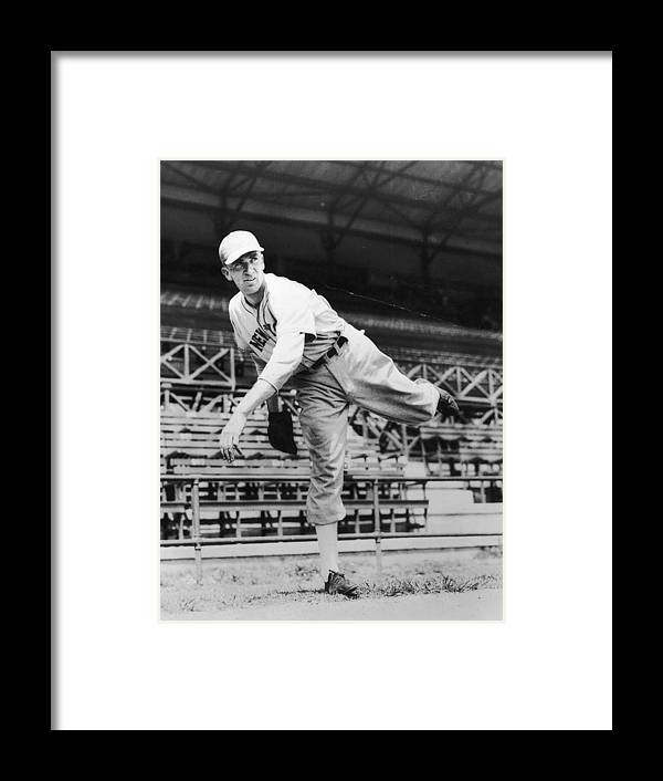 People Framed Print featuring the photograph Carl Hubbell by Hulton Archive