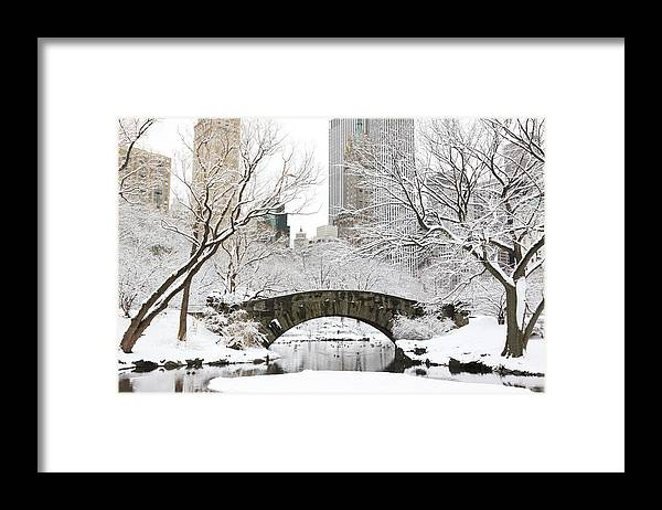 Snow Framed Print featuring the photograph Central Park, New York by Veni