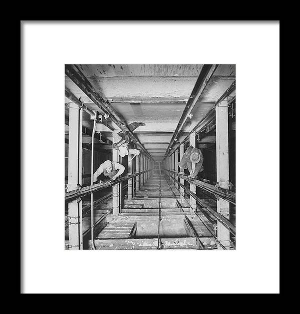 Elevator Framed Print featuring the photograph Chicago Merchandise Mart by Archive Photos