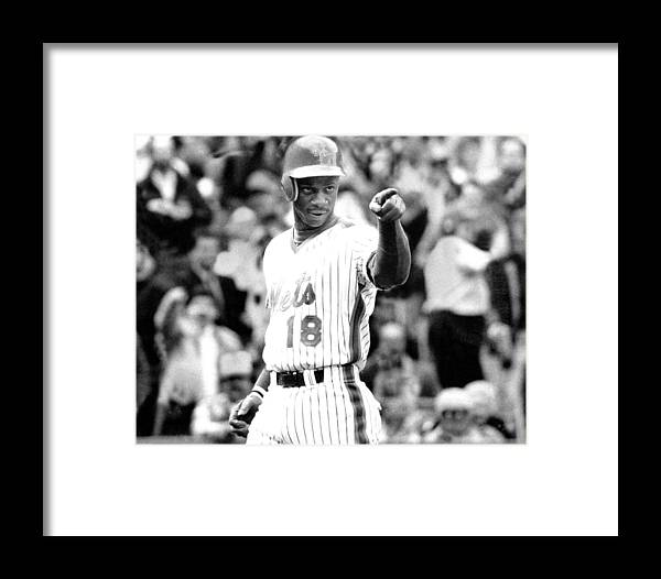 1980-1989 Framed Print featuring the photograph Darryl Strawberry Of The New York Mets by New York Daily News Archive