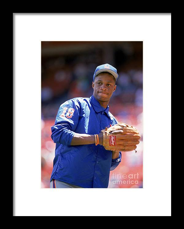1980-1989 Framed Print featuring the photograph Darryl Strawberry Throws The Ball by Otto Greule Jr