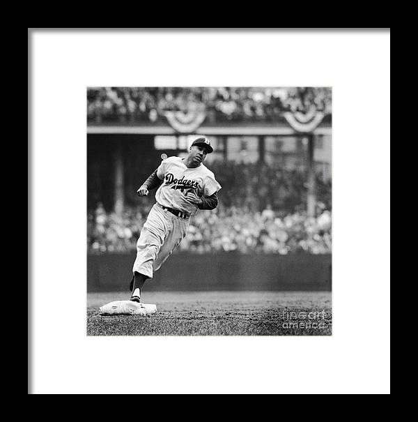Sweater Framed Print featuring the photograph Duke Snider Runs The Bases by Robert Riger