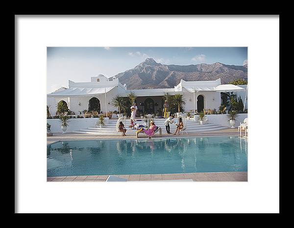 People Framed Print featuring the photograph El Venero by Slim Aarons