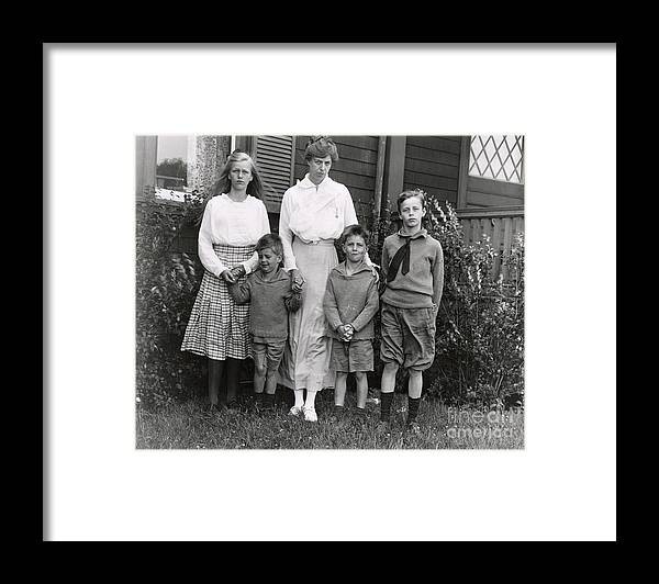 Nominee Framed Print featuring the photograph Eleanor Roosevelt With Her Children by Bettmann