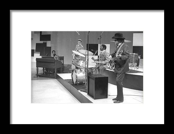 Horizontal Framed Print featuring the photograph Gettin It All Together by Michael Ochs Archives
