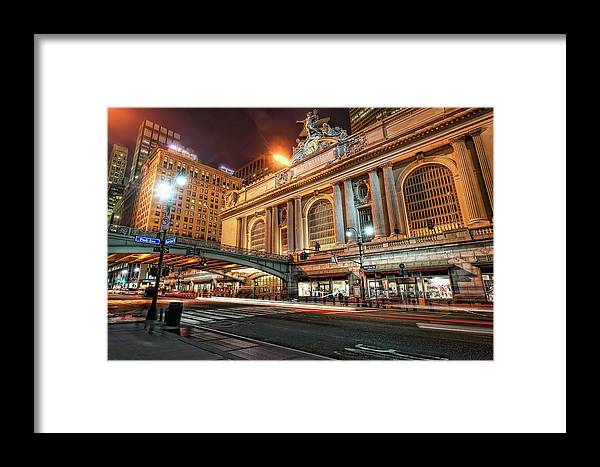 Statue Framed Print featuring the photograph Grand Central Station by Daniel Chui
