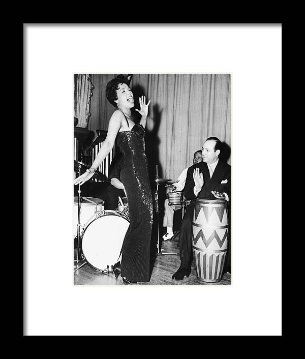 Singer Framed Print featuring the photograph Lena Horne Sings by Hulton Archive