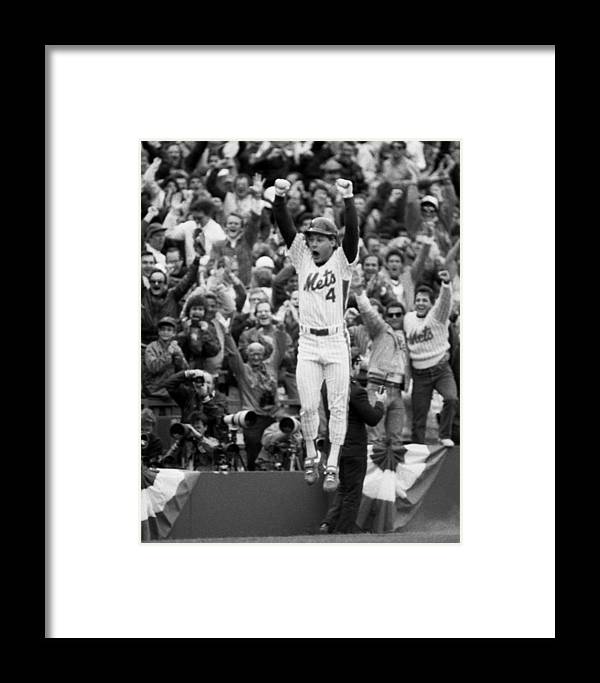 Playoffs Framed Print featuring the photograph Lenny Dysktra by New York Daily News Archive