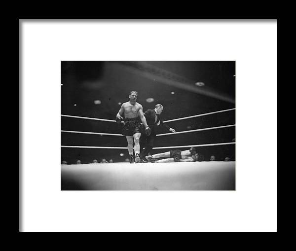 People Framed Print featuring the photograph Lesnevich Win by David Savill