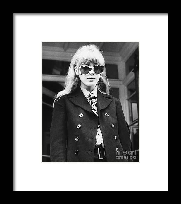 Singer Framed Print featuring the photograph Marianne Faithfull Leaves Court by Bettmann