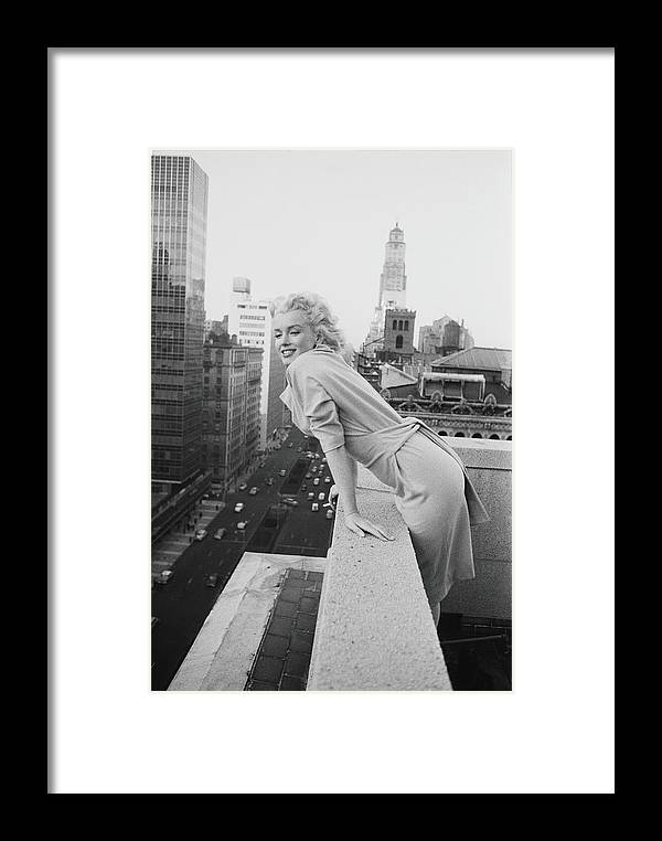 People Framed Print featuring the photograph Marilyn On The Roof by Michael Ochs Archives