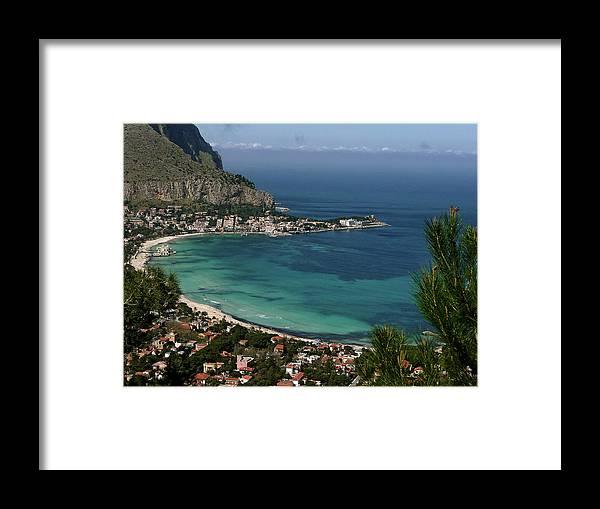 Scenics Framed Print featuring the photograph Mondello Mare E Cielo by Foto Pietro Columba