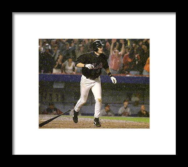 Robin Ventura Framed Print featuring the photograph New York Mets Robin Ventura Connects by New York Daily News Archive