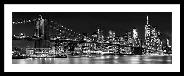 Night-Skyline NEW YORK CITY bw by Melanie Viola