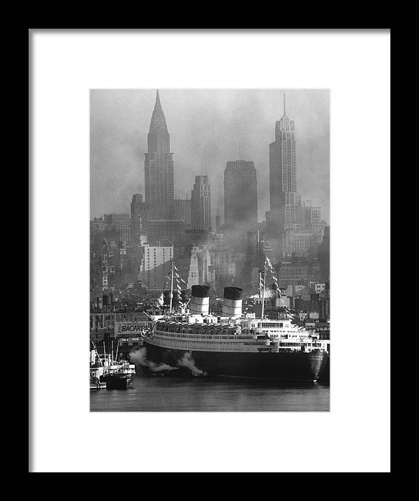 Timeincown Framed Print featuring the photograph Ocean Liner Queen Elizabeth Sailing In by Andreas Feininger