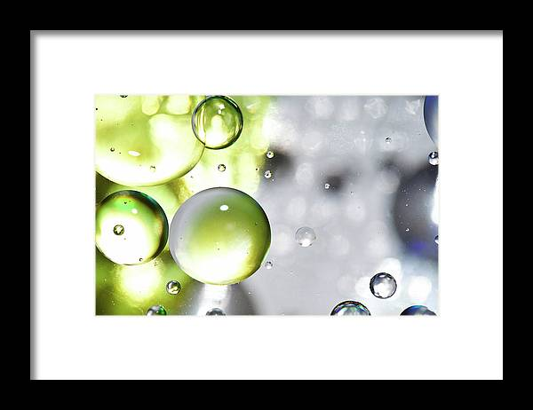 Mixing Framed Print featuring the photograph Oil Spheres by Dovate