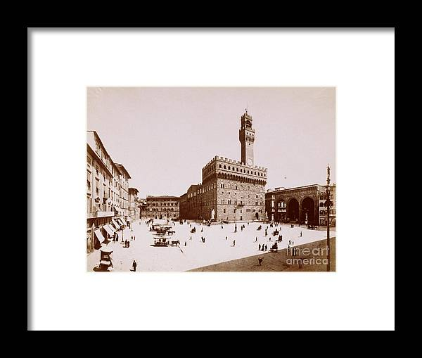 People Framed Print featuring the photograph Palazzo Vecchio In Florence by Bettmann