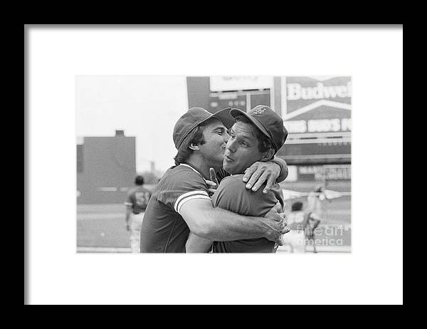 Tom Seaver Framed Print featuring the photograph Reds Johnny Bench Kissing Mets Tom by Bettmann