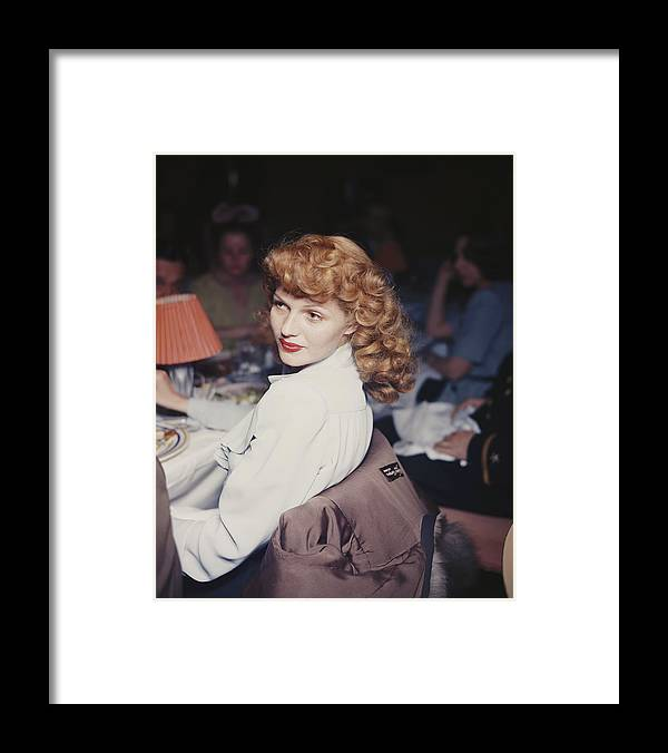 Looking Over Shoulder Framed Print featuring the photograph Rita Eats Out by Hulton Archive