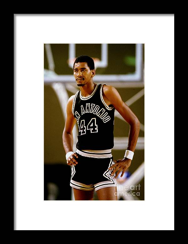 1980-1989 Framed Print featuring the photograph San Antonio Spurs George Gervin by Andy Hayt