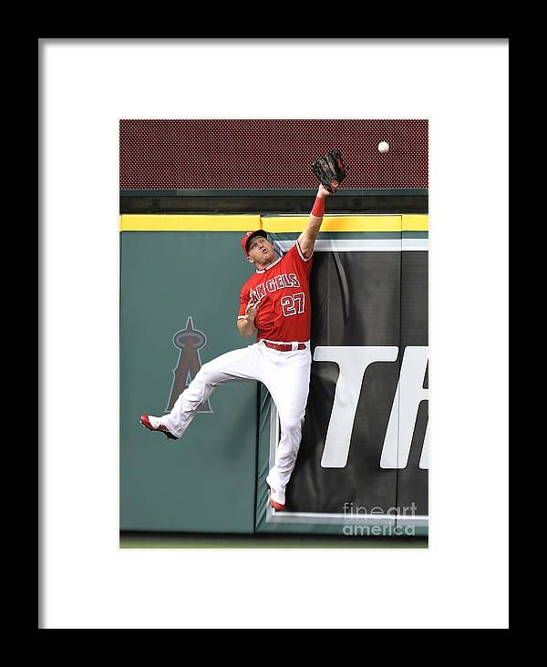 Second Inning Framed Print featuring the photograph San Francisco Giants V Los Angeles by John Mccoy