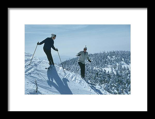 Skiing Framed Print featuring the photograph Skiers At Sugarbush by Slim Aarons