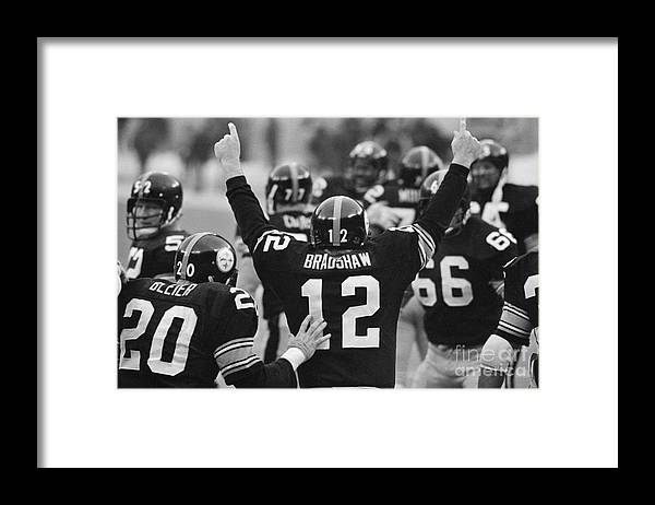 American Football Uniform Framed Print featuring the photograph Terry Bradshaw With Arms Raised by Bettmann
