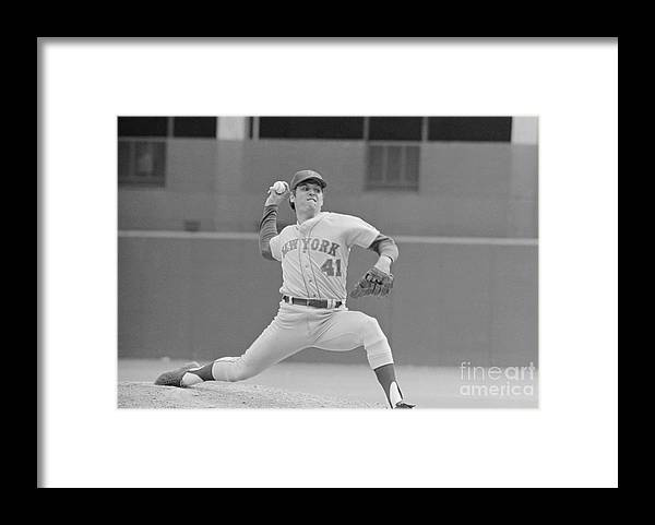 Tom Seaver Framed Print featuring the photograph Tom Seaver In Pitching Stance by Bettmann