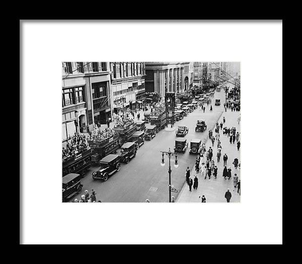 Fifth Avenue Framed Print featuring the photograph Traffic On Fifth Avenue In 1923 by New York Daily News Archive