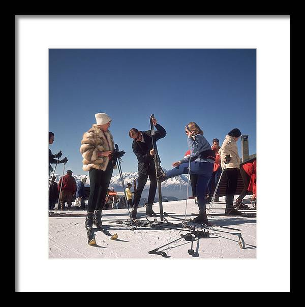 Skiing Framed Print featuring the photograph Verbier Skiers by Slim Aarons