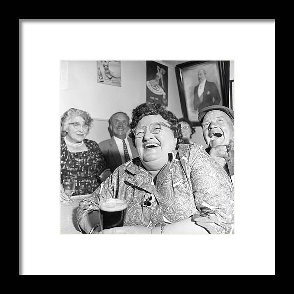 People Framed Print featuring the photograph Viewers In Devon by Bert Hardy Advertising Archive