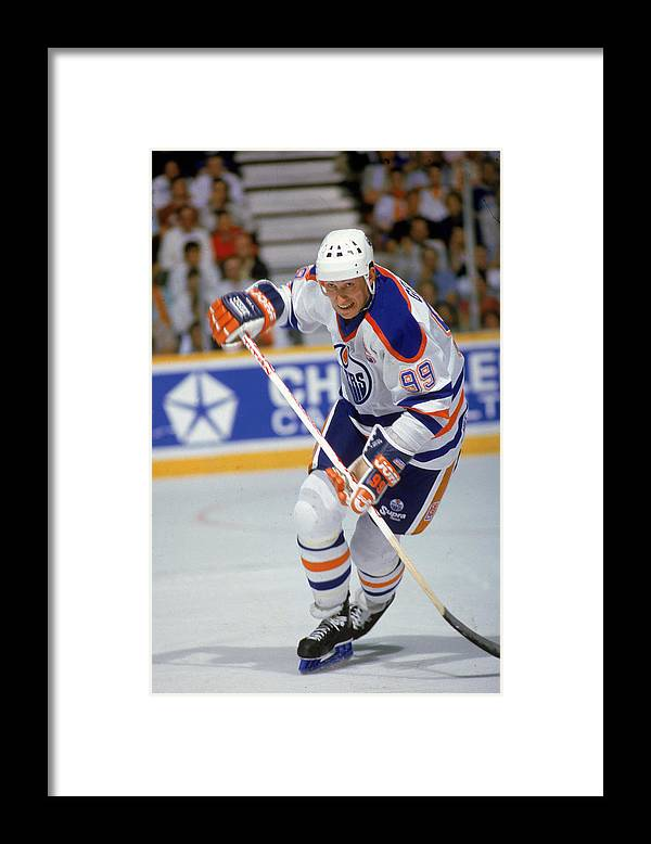 1980-1989 Framed Print featuring the photograph Wayne Gretzky In Action by B Bennett