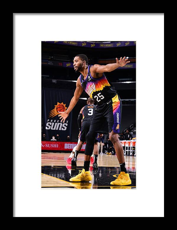 Nba Pro Basketball Framed Print featuring the photograph LA Clippers v Phoenix Suns by Michael Gonzales