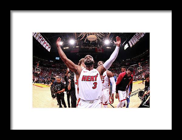Crowd Framed Print featuring the photograph Dwyane Wade by Issac Baldizon