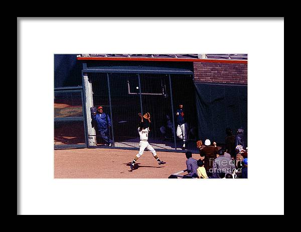 Catching Framed Print featuring the photograph Roberto Clemente by Louis Requena