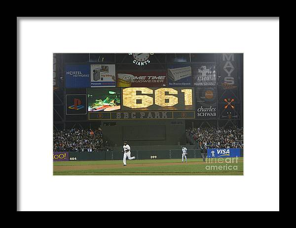 San Francisco Framed Print featuring the photograph Barry Bonds by Justin Sullivan
