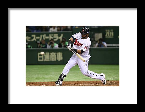 People Framed Print featuring the photograph Carlos Santana by Atsushi Tomura