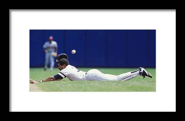 1980-1989 Framed Print featuring the photograph Dave Winfield by Ronald C. Modra/sports Imagery