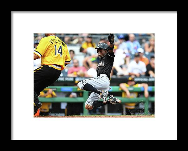 People Framed Print featuring the photograph Dee Gordon and Ryan Vogelsong by Joe Sargent