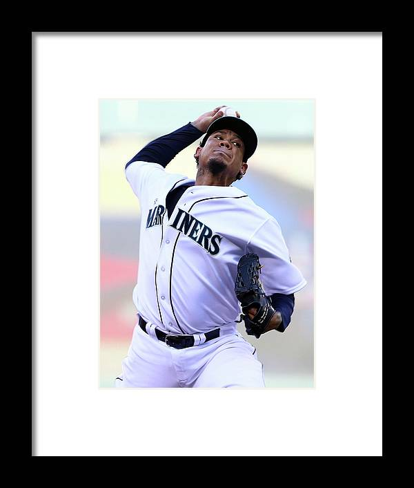 People Framed Print featuring the photograph Felix Hernandez by Elsa